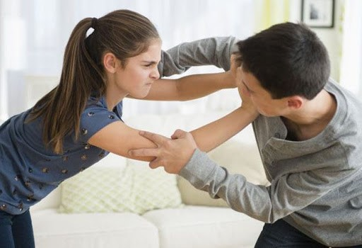 چرا بعضی از بچه ها، دیگران را کتک می زنند؟