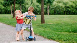 چگونه با فرزندی که دست بزن دارد برخورد کنید؟