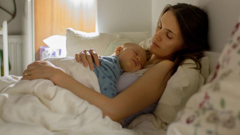 بی خوابی نوزاد در طول شب
