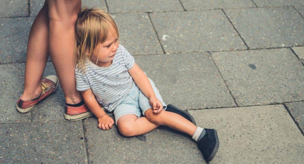 بد خلقی کودکان در مکان عمومی