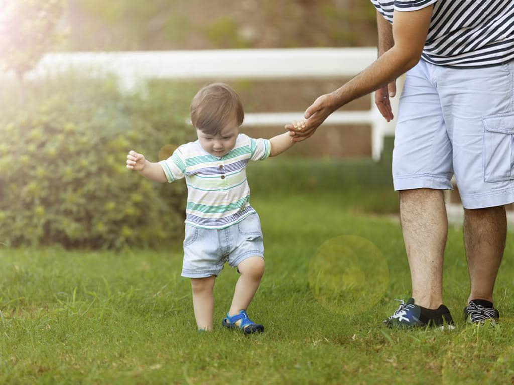 تاتی تاتی کردن کودک در هفته اول دوازده ماهگی