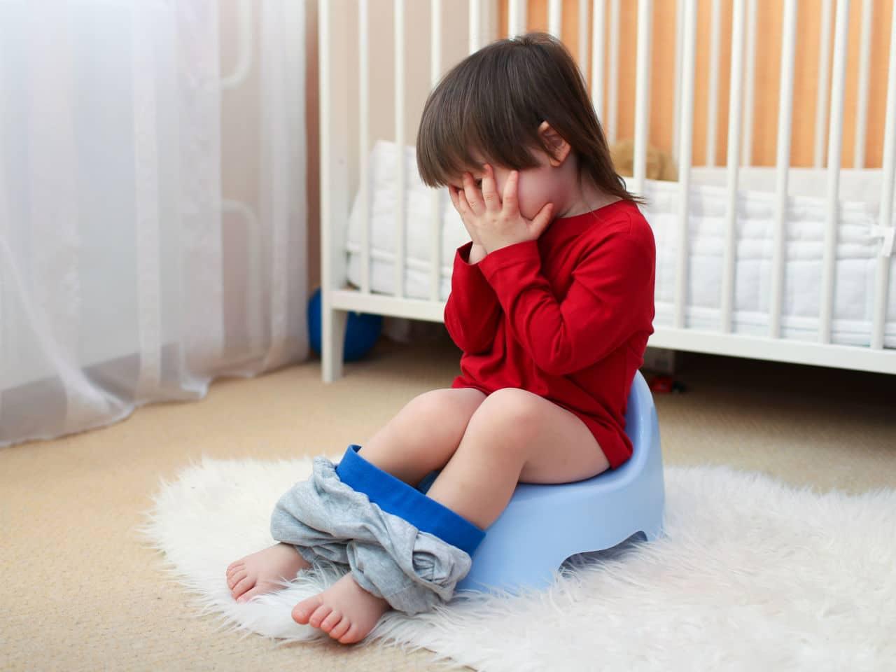 فراموش کودک در توالت رفتن