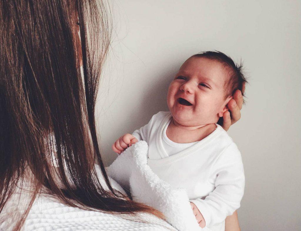 تقلید نوزاد از مادر
