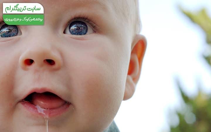 آب از دهان آمدن نوزاد