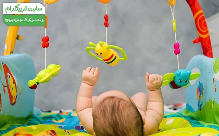 بازی کردن نوزاد در هفته پنجم
