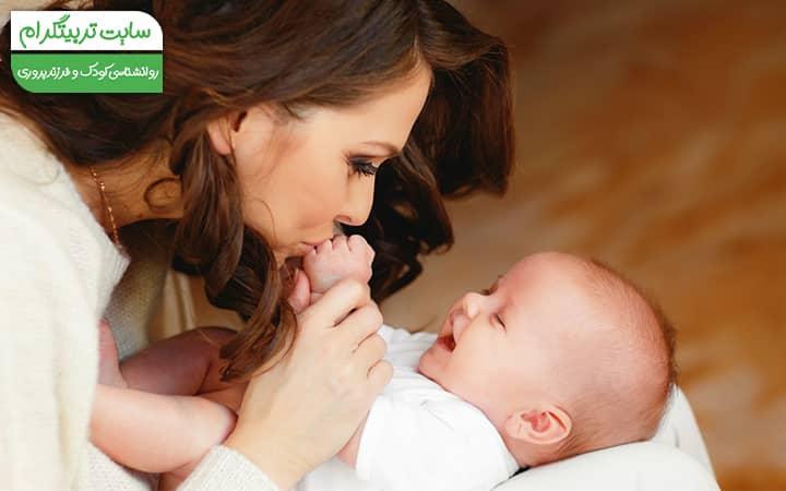 لبخند نوزاد به مادر در هفته سیزدهم