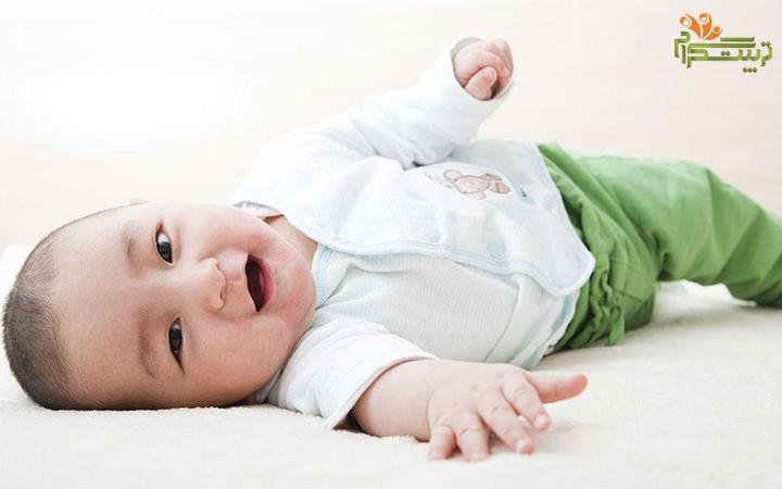 چرخیدن نوزاد در پنج ماهگی