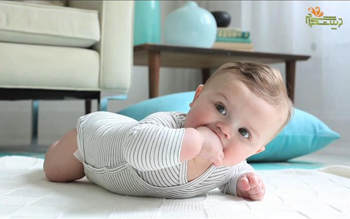 به شکم خوابیدن نوزاد در چهار ماهگی