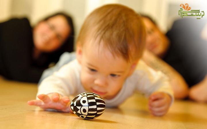 بازی با اسباب بازی در پنج ماهگی