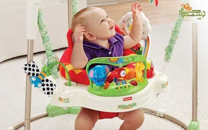 بالا و پایین پریدن کودک با روروک