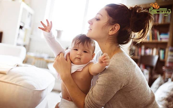 توجه کودک به اطراف در هفته اول شش ماهگی