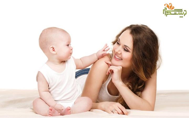 اشاره کردن نوزاد