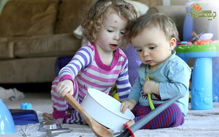 کشف اشیا توسط کودک در هفته دوم نه ماهگی
